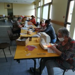 Un atelier de confection de masques