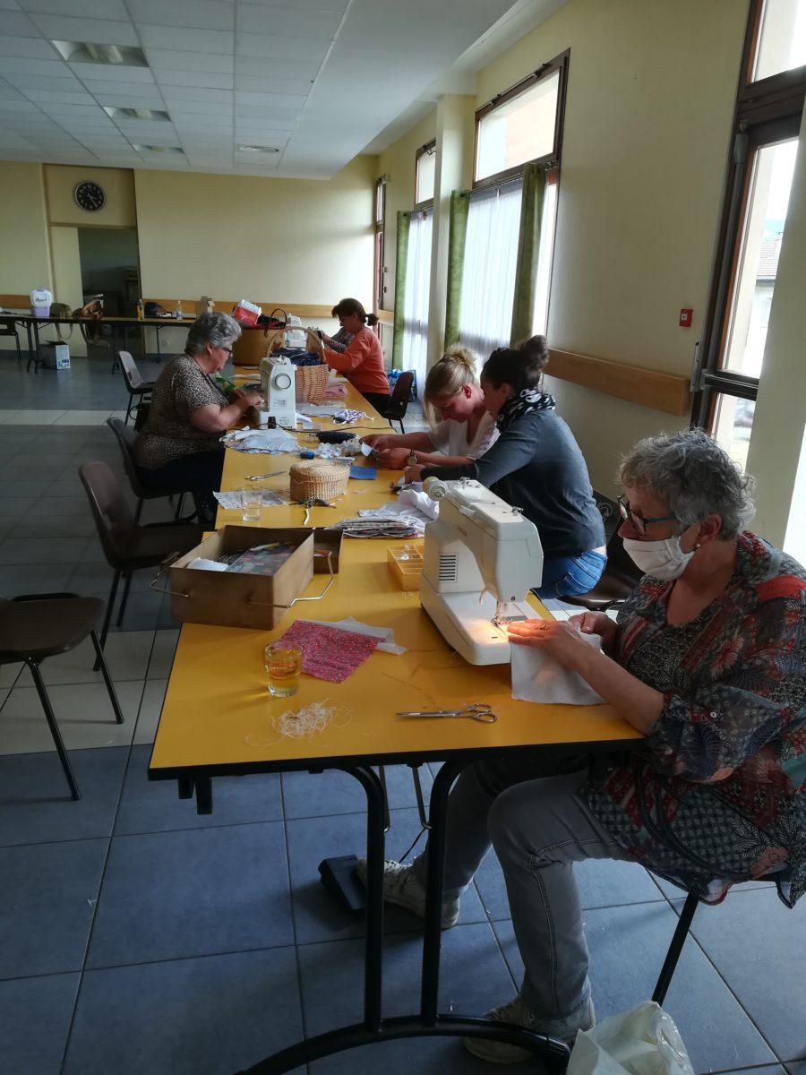 Un atelier de confection de masques